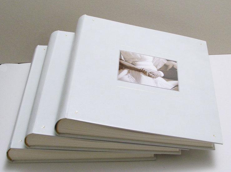 Álbum con gancho, pleno cuero de vaca y acrilico. Foto en el frente y ...